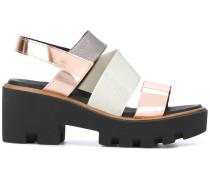 Sandalen mit überkreuzten Riemen - women