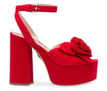 Sandalen mit Rosenapplikationen