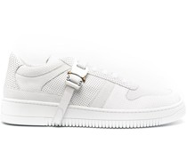 Perforierte Sneakers mit Schnalle
