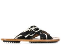 Flache Sandalen mit Schnalle