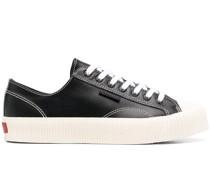 Sneakers mit Kontrastnähten