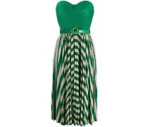 Schulterfreies Kleid mit Falten
