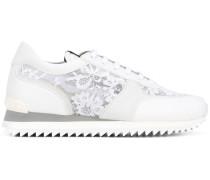 Sneakers mit Spitzeneinsätzen