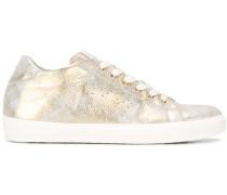 Distressed-Sneakers im Metallic-Look