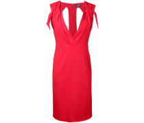 Tailliertes Kleid mit V-Ausschnitt