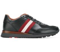 Sneakers mit Kontraststreifen