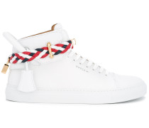 HighTopSneakers mit Vorhängeschloss