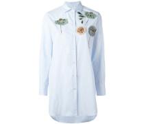 Gestreiftes Hemd mit Blumenapplikationen