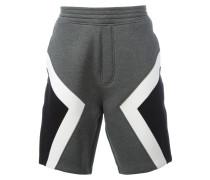 Shorts mit geometrischen Einsätzen