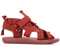 Sandalen mit abstraktem Design
