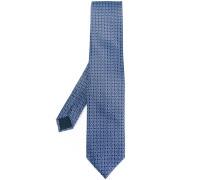 crisscross detail tie