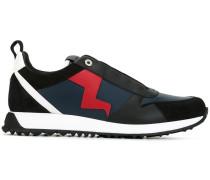 Sneakers mit Blitzapplikation