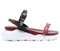 Klobige Sandalen mit Schnallen