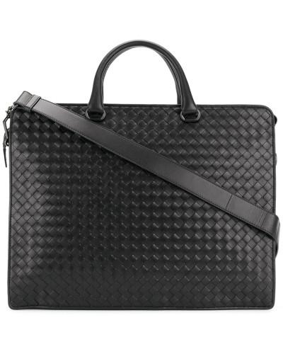 Handtasche mit Intrecciato-Flechttechnik