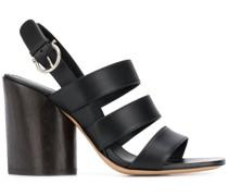Sandalen mit drei Riemen