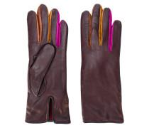 Handschuhe mit kontrastierenden Einsätzen