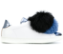 Sneakers mit Pompon