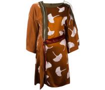 Seidenkleid im Kimono-Stil mit Paillettenstickerei