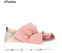 Sneakers mit Rüschenapplikation
