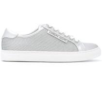 Sneakers im MetallicLook