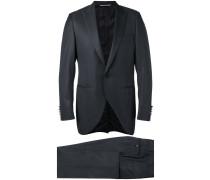 Zweiteiliger Anzug mit klassischem Design
