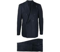 Doppelreihiger Anzug mit Nadelstreifen