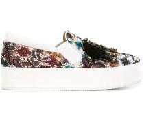Slip-On-Sneakers mit Verzierungen