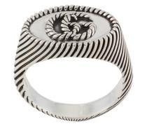 Ring mit verschlungenem Design