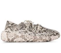 Sneakers mit Schlangenleder-Optik