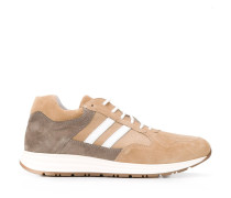 Sneakers mit Kontrastferse