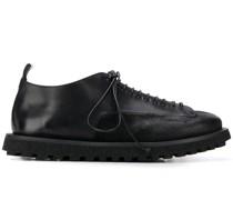 Schuhe mit Schnürdetail