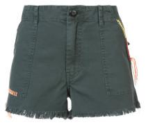 Kurze Shorts mit ausgefranstem Saum
