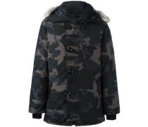 Daunenmantel mit Camouflage-Muster und