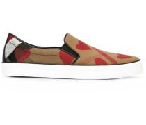 Slip-On-Sneakers mit Herz-Print