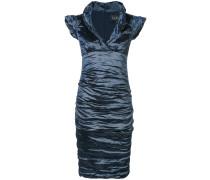 Enganliegendes Kleid mit Knitteroptik
