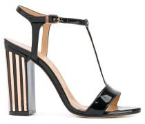 Sandalen mit metallischen Details