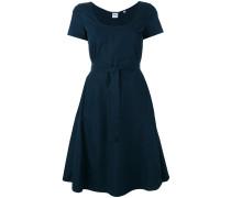 Ausgestelltes Kleid mit Gürtel