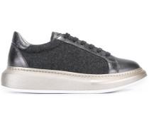 Sneakers mit erhöhter Gummisohle