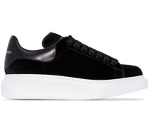 Samt-Sneakers mit Oversized-Sohle