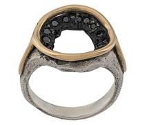 Runder Ring mit Kristallen