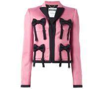 Verzierte Jacke mit Schleifenapplikationen