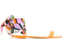 Sandalen mit buntem Knöchelband