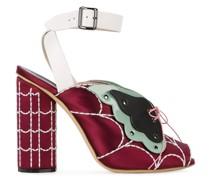 Sandalen mit Schmetterling-Motiv