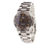 'Aquis Date' analog watch