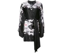 Geblümtes Kleid im Kimono-Stil