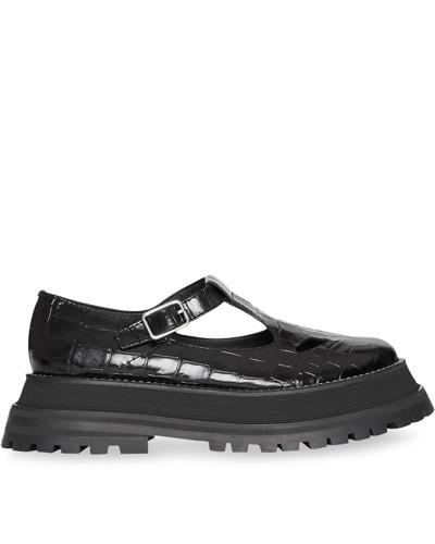 Schuhe aus Lackleder