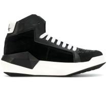 Sneakers mit Paillettenverzierung