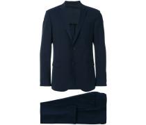 Enger Anzug