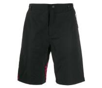 Shorts mit Tigerstickerei