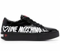 Sneakers mit Herz-Motiv